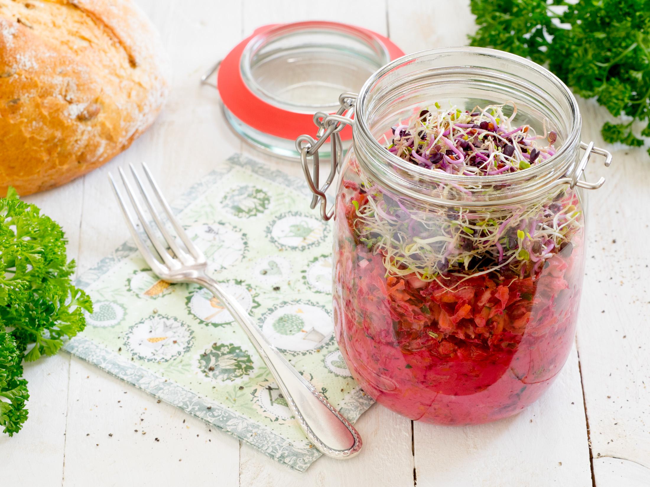 geriebener kohlrabi salat mit rote bete karotte gurke und sprossen eat vegan rocks. Black Bedroom Furniture Sets. Home Design Ideas